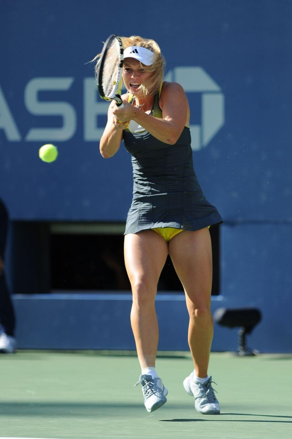 Carolina Wozniacki Cameltoe Same Yellow Black Outfit Semifinals Time Caroline Wozniacki Cameltoe Us Open Semi Finals Hot