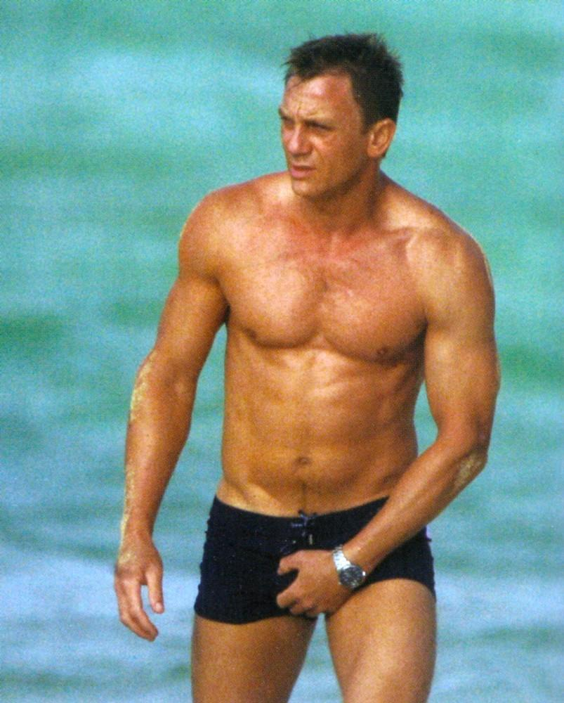 Can we get a Bodybuild... Jude Law Stats
